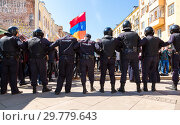 Купить «Police officers block an Leningradskaya street during an opposition protest», фото № 29779643, снято 5 мая 2018 г. (c) FotograFF / Фотобанк Лори