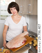 Купить «Housewife cooking pork ham», фото № 29796407, снято 22 ноября 2018 г. (c) Яков Филимонов / Фотобанк Лори