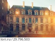 Купить «Hotel de Sully (Jardin de Hotel de Sully)», фото № 29796503, снято 10 октября 2018 г. (c) Яков Филимонов / Фотобанк Лори