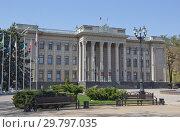 Купить «Здание Законодательного собрания Краснодарского края», фото № 29797035, снято 10 апреля 2018 г. (c) Олег Хархан / Фотобанк Лори