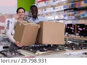 Купить «Couple with packed purchases in store», фото № 29798931, снято 21 февраля 2018 г. (c) Яков Филимонов / Фотобанк Лори