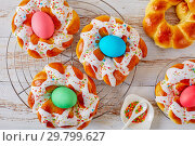 Купить «Easter Bread Rings glazed around dyed egg», фото № 29799627, снято 20 января 2019 г. (c) Oksana Zh / Фотобанк Лори