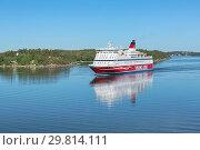 Купить «Круизный паром Gabriella компании Viking Line в Стокгольмском архипелаге, Швеция», фото № 29814111, снято 1 июня 2018 г. (c) Михаил Марковский / Фотобанк Лори