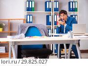 Купить «Employee stealing important information in industrial espionage», фото № 29825027, снято 10 августа 2018 г. (c) Elnur / Фотобанк Лори