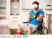 Купить «Injured man recovering from his injury», фото № 29825999, снято 21 сентября 2018 г. (c) Elnur / Фотобанк Лори