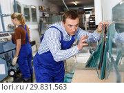 Купить «Male glazier working in glass factory», фото № 29831563, снято 10 сентября 2018 г. (c) Яков Филимонов / Фотобанк Лори