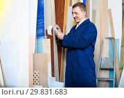 Купить «portrait of man in uniform choosing tight wooden bar in picture», фото № 29831683, снято 19 марта 2019 г. (c) Яков Филимонов / Фотобанк Лори