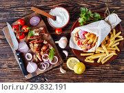 pita wrap with grilled shaved gyros meat. Стоковое фото, фотограф Oksana Zh / Фотобанк Лори