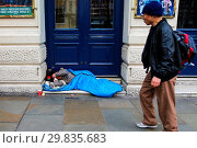 Купить «Homeless person sleeping outside Leicester Square underground station in central London Featuring: Atmosphere Where: London, United Kingdom When: 28 Jan 2018 Credit: WENN.com», фото № 29835683, снято 28 января 2018 г. (c) age Fotostock / Фотобанк Лори
