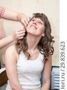 Купить «Мама помогает вдеть сережку девушке в ухо», фото № 29839623, снято 20 апреля 2012 г. (c) Кекяляйнен Андрей / Фотобанк Лори