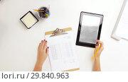 Купить «hands with clipboard and chart on tablet computer», видеоролик № 29840963, снято 1 февраля 2019 г. (c) Syda Productions / Фотобанк Лори