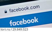 Купить «Логотип Facebook на экране смартфона», фото № 29849023, снято 1 февраля 2019 г. (c) Екатерина Овсянникова / Фотобанк Лори