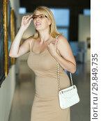 Купить «Woman with poor eyesight visiting museum», фото № 29849735, снято 22 сентября 2018 г. (c) Яков Филимонов / Фотобанк Лори