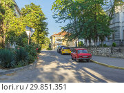 Купить «Quiet street of the southern city», фото № 29851351, снято 8 августа 2015 г. (c) Дмитрий Тищенко / Фотобанк Лори