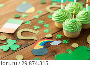 Купить «green cupcakes and st patricks day party props», фото № 29874315, снято 31 января 2018 г. (c) Syda Productions / Фотобанк Лори