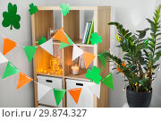 Купить «home interior decorated for st patricks day party», фото № 29874327, снято 31 января 2018 г. (c) Syda Productions / Фотобанк Лори