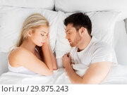 happy couple sleeping in bed at home. Стоковое фото, фотограф Syda Productions / Фотобанк Лори