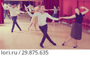 People dancing lindy hop in pairs. Стоковое фото, фотограф Яков Филимонов / Фотобанк Лори
