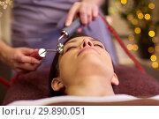 Купить «woman having hydradermie facial treatment in spa», фото № 29890051, снято 26 января 2017 г. (c) Syda Productions / Фотобанк Лори