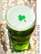 Купить «close up of glass of green beer with shamrock», фото № 29890163, снято 31 января 2018 г. (c) Syda Productions / Фотобанк Лори