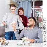 Купить «Angry woman asking husband for more money», фото № 29890811, снято 27 ноября 2017 г. (c) Яков Филимонов / Фотобанк Лори