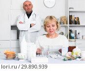 Купить «MAture woman and doctor», фото № 29890939, снято 14 ноября 2017 г. (c) Яков Филимонов / Фотобанк Лори