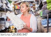 Купить «customer female choosing cotton tablecloths in the textile store», фото № 29890947, снято 29 ноября 2017 г. (c) Яков Филимонов / Фотобанк Лори