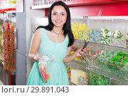 Купить «Pretty girl in sweets store picks up candies in bag», фото № 29891043, снято 25 апреля 2017 г. (c) Яков Филимонов / Фотобанк Лори