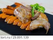 Купить «Tasty quail of teriyaki with sweet carrots, fried on a grill, served with herbs», фото № 29891139, снято 13 ноября 2019 г. (c) Яков Филимонов / Фотобанк Лори