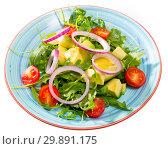 Купить «Salad of arugula with avocado», фото № 29891175, снято 23 марта 2019 г. (c) Яков Филимонов / Фотобанк Лори
