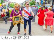 Russia, Samara, May 2018. The body of the organ-grinder depicts alms during a festive procession. Russian text: 2018 graduate. Редакционное фото, фотограф Акиньшин Владимир / Фотобанк Лори