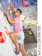 Купить «Male practicing on artificial boulder without safety belts», фото № 29898935, снято 9 июля 2018 г. (c) Яков Филимонов / Фотобанк Лори