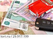 Купить «Ключ от автомобиля, деньги и игрушечная машина», фото № 29917199, снято 9 февраля 2019 г. (c) Юрий Морозов / Фотобанк Лори