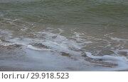 Купить «Морские волны набегают на песчаный берег. Сиамский залив, Таиланд», видеоролик № 29918523, снято 12 декабря 2018 г. (c) Виктор Карасев / Фотобанк Лори