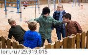 Купить «Children play in the blind man's buff», фото № 29919015, снято 25 ноября 2018 г. (c) Яков Филимонов / Фотобанк Лори
