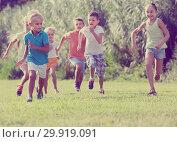 Купить «children running in park», фото № 29919091, снято 23 февраля 2019 г. (c) Яков Филимонов / Фотобанк Лори