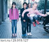 Купить «Children play on street», фото № 29919127, снято 21 октября 2017 г. (c) Яков Филимонов / Фотобанк Лори