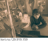 Купить «friends unravel the secret in the bunker quest room», фото № 29919159, снято 21 октября 2017 г. (c) Яков Филимонов / Фотобанк Лори