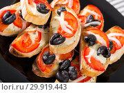 Купить «Sandwiches with cheese, tomato and olives at black plate», фото № 29919443, снято 27 марта 2019 г. (c) Яков Филимонов / Фотобанк Лори