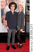 Купить «Premiere of Warner Bros. Pictures 'Father Figures' held at the TCL Chinese Theatre in Hollywood - Arrivals Featuring: Sam Pottorff, Rosa Pottorff Where...», фото № 29939211, снято 13 декабря 2017 г. (c) age Fotostock / Фотобанк Лори