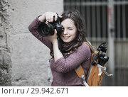 Купить «girl photographer with camera», фото № 29942671, снято 21 марта 2019 г. (c) Яков Филимонов / Фотобанк Лори