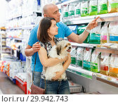 Купить «Portrait of family couple with dog choosing dry food in pet store», фото № 29942743, снято 7 мая 2018 г. (c) Яков Филимонов / Фотобанк Лори
