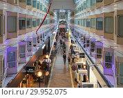 Купить «Центральный променад круизного парома Silja Symphony», фото № 29952075, снято 3 апреля 2016 г. (c) Михаил Марковский / Фотобанк Лори