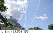 Купить «Walking to Pavilion Hermitage on artificial island in Alexandrovsky Park», видеоролик № 29959195, снято 8 августа 2018 г. (c) Ирина Мойсеева / Фотобанк Лори