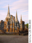Вид на руины буддистского храма Wat Phra Sri Sanphet ранним утром. Аюттхая, Таиланд (2017 год). Стоковое фото, фотограф Виктор Карасев / Фотобанк Лори