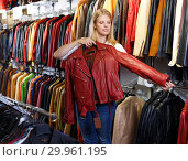 Купить «blonde choosing leather jacket on racks», фото № 29961195, снято 5 сентября 2018 г. (c) Яков Филимонов / Фотобанк Лори