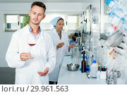 Купить «Man checking quality of wine in chemical laboratory», фото № 29961563, снято 18 февраля 2019 г. (c) Яков Филимонов / Фотобанк Лори