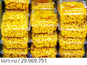 Eastern sweetness chak-chak packed in a box. Стоковое фото, фотограф Акиньшин Владимир / Фотобанк Лори