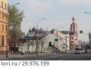 Купить «Москва, вид на улицу Петровка весной», эксклюзивное фото № 29976199, снято 1 мая 2018 г. (c) Дмитрий Неумоин / Фотобанк Лори