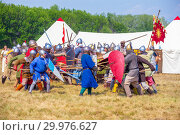 "Купить «Russia, Samara, August, 2018: Group battles of the system on the system, meetings of fighters. Military history festival ""Military case"".», фото № 29976627, снято 5 августа 2018 г. (c) Акиньшин Владимир / Фотобанк Лори"